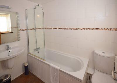 Apple-loft-bathrooms-Farwood-Barton-Holiday-Cottages-Colyton-Devon