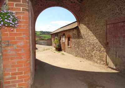 Courtyard-Entrance-Farwood-Barton-Holiday-Cottages-Colyton-Devon