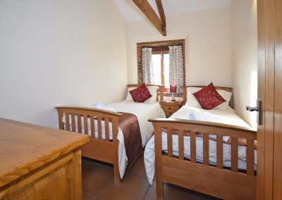 Twin-Bedroom-Wheel-House-Farwood-Holiday-Cottages-Devon